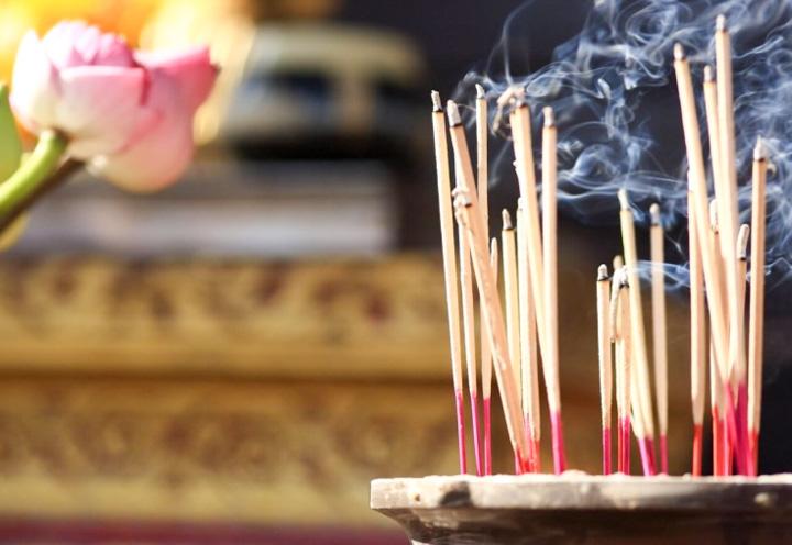 c218fc1e1c019 Даже на 50 рублей вы сможете купить небольшой подарок, который порадует на  праздник. Можно приобрести ароматические палочки, наполняющие атмосферу в  доме ...