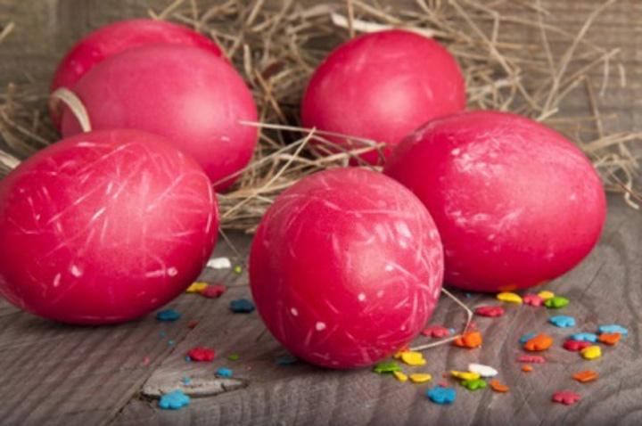 Как покрасить яйца на Пасху свеклой и свекольным соком