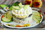 Миниатюра к статье 30 вкуснейших салатов на Новый год своими руками: новинки и классика